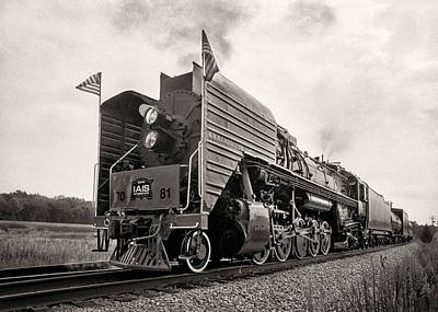 Photograph - Iowa Interstate Qj #7081 by Jeff Burton