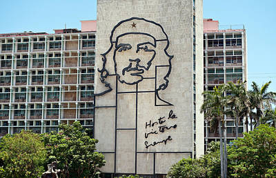 Photograph - Iron Work Of Che Guevara Image In Havana Cuba by Marek Poplawski