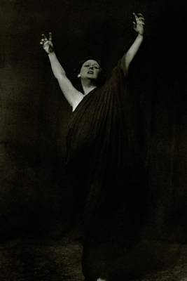 Isadora Duncan Photograph - Isadora Duncan Posing With Her Arms In The Air by Arnold Genthe