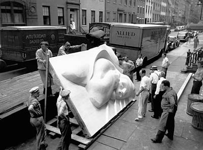 Famous Sculptor Photograph - Isamu Noguchi by Underwood Archives