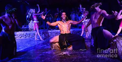 Photograph - Art Of The Dance Rapa Nui 1 by Bob Christopher