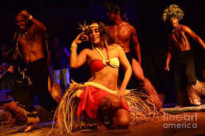 Photograph - Art Of The Dance Rapa Nui 4 by Bob Christopher