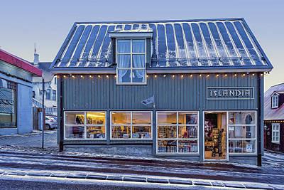 Photograph - Islandia by Maria Coulson
