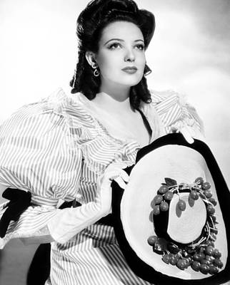 Puffed Sleeves Photograph - It Happened Tomorrow, Linda Darnell by Everett