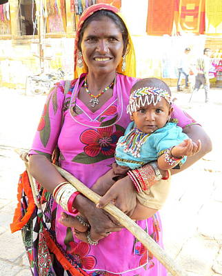 Photograph - Jaisalmer Mother Daughter by David Rich