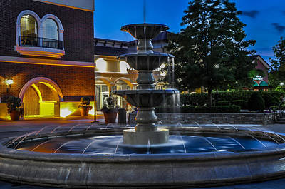 Photograph - Jefferson Pointe Fountain by Gene Sherrill
