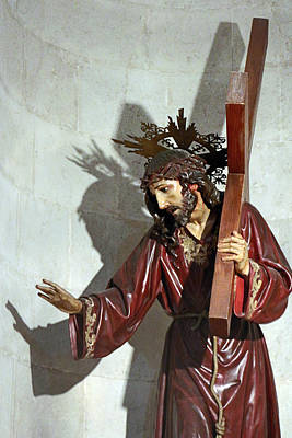 Jesus Crucifiction Photograph - Jesus Holding His Cross by Munir Alawi