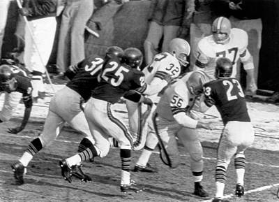 Photograph - Jim Brown Runs For Touchdown by Underwood Archives