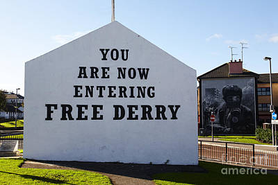 Joe Fox Fine Art - Free Derry Corner Mural Londonderry Northern Ireland Art Print