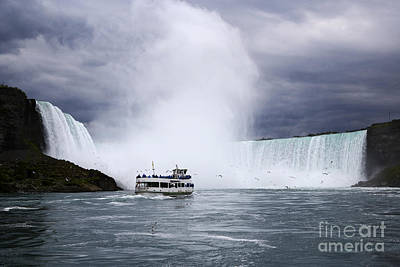 Joe Fox Fine Art - Maid Of The Mist Boat On The Niagara River Ap Art Print