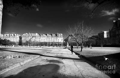 Jogging In Paris Art Print by John Rizzuto