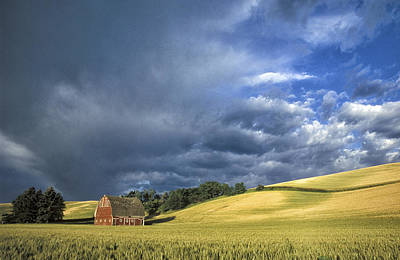 Contour Farming Photograph - Johnson Red Barn by Latah Trail Foundation