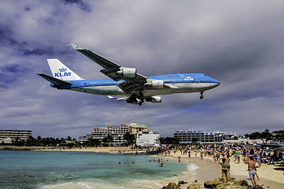 K L M Landing At St. Maarten Art Print by David Gleeson