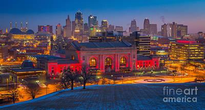 Union Station Photograph - Kansas City Skyline by Inge Johnsson