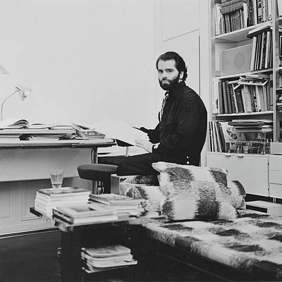 Photograph - Karl Lagerfeld In His Apartment by Horst P. Horst