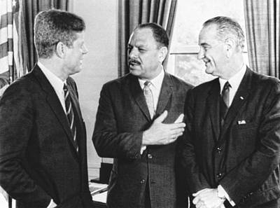 Lyndon Photograph - Kennedy, Johnson And Khan Talk by Underwood Archives