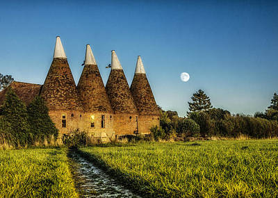 Hop Photograph - Kentish Oast Houses by Ian Hufton