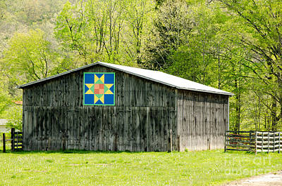 Old Time Quilts Photograph - Kentucky Barn Quilt - Eight-pointed Star by Mary Carol Story