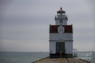Photograph - Kewaunee Lighthouse by David Arment
