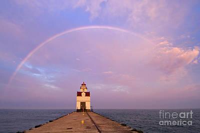 Kewaunee Pierhead Lighthouse And Rainbow - D002811 Print by Daniel Dempster