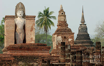 Photograph - Khmer Ruin At Sukhothai Thailand by Bob Christopher