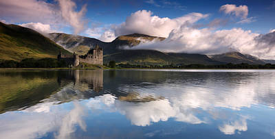 Sunrise Photograph - Kilchurn Castle by Guido Tramontano Guerritore