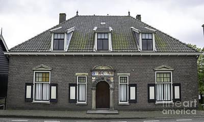 Family Coat Of Arms Photograph - Kinderdijk Building 1644 by Teresa Mucha