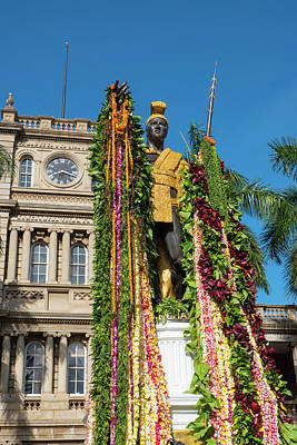 King Kamehameha Statue With Lei Art Print