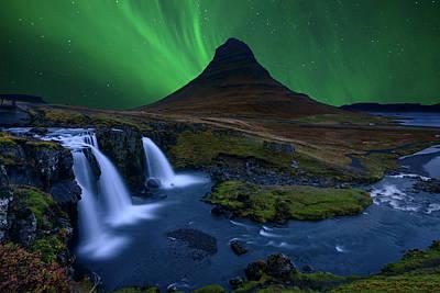 Iceland Wall Art - Photograph - Kirkjufell...   Under A Boreal Green Sky by Alvaro Roxo