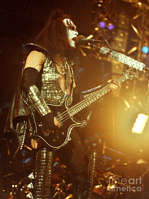 Paul Stanley Photograph - Kiss-gene-0537 by Gary Gingrich Galleries