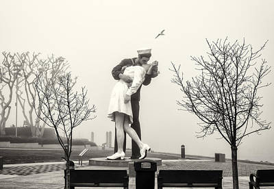 Day Care Art Photograph - Kissing In The Fog by Joseph S Giacalone