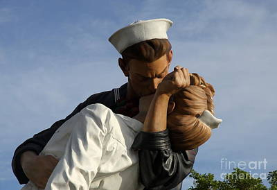 Before Dusk Photograph - Kissing Sailor And Nurse Portrait by Christiane Schulze Art And Photography