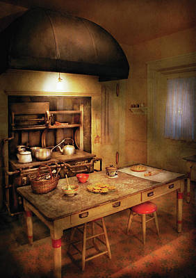 Suburbanscenes Photograph - Kitchen - Granny's Stove by Mike Savad