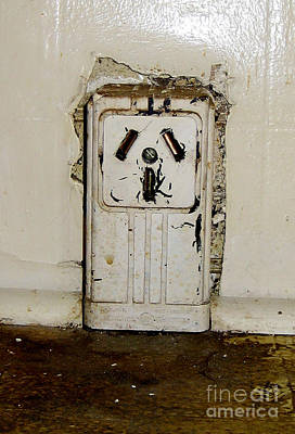 Photograph - Kitchen Outlet by Susan Sorrell