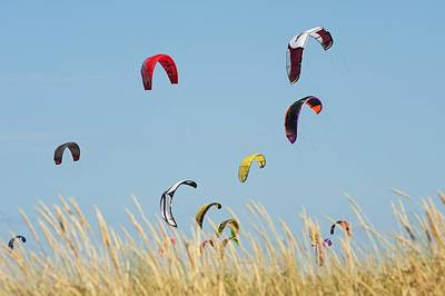 Kites Of Kite Surfers In Front Of Hotel Art Print by Ben Welsh