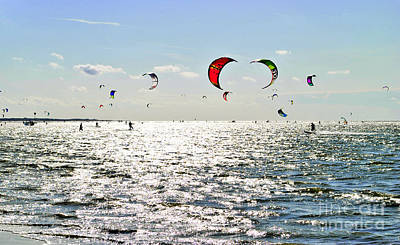 Kitesurfing In The Sun Art Print