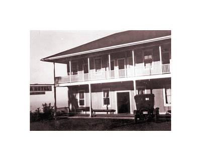 Photograph - Kona Hotel by Mary Lovein