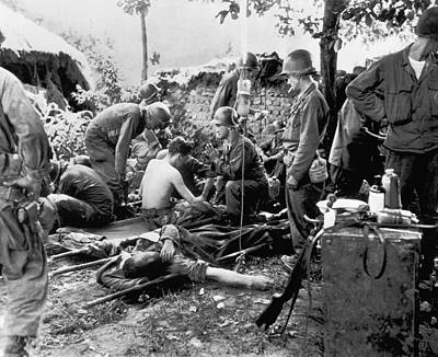 Praying Photograph - Korean War Wounded by Underwood Archives