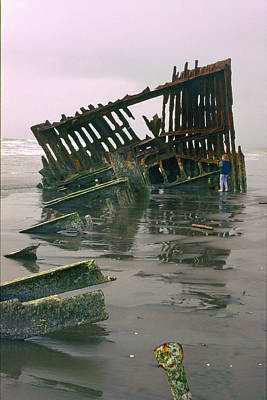 Peter Iredale Photograph - Kristen And The Wreck Of The Peter Iredale by Thomas J Rhodes