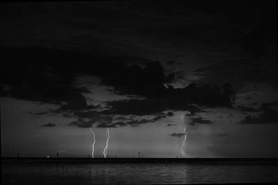 Photograph - Labor Day Weekend Lightning 2 by Richard Zentner