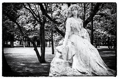 Palais Du Luxembourg Wall Art - Photograph - Lady In The Park by Georgia Fowler