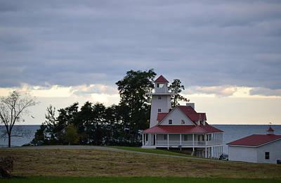 Photograph - Lake Erie Lighthouse House by RD Erickson
