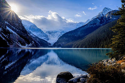 Photograph - Lake Louise With Sunstar by John McArthur