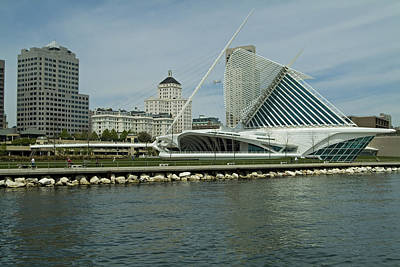 Lakeview Of Milwaukee Art Museum Art Print by Devinder Sangha