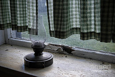 Photograph - Lamp In Window by David Arment