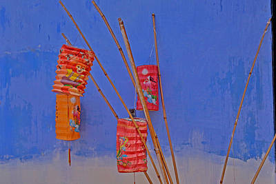 Photograph - Lanterns A Penang. by Tony Brown