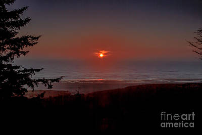 Photograph - Last Of The Light Over The Pacific by Robert Bales