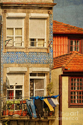Laundry Day In Porto - Photo Art Print