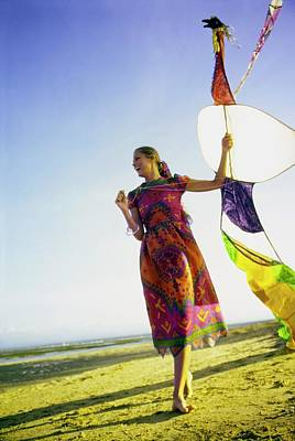 Photograph - Lauren Hutton Flying A Kite by Arnaud de Rosnay