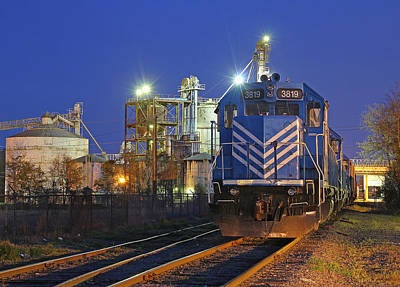 Photograph - Lc Gp38-2 #3819 At Night by Joseph C Hinson Photography